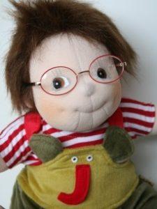 docka med glasögon